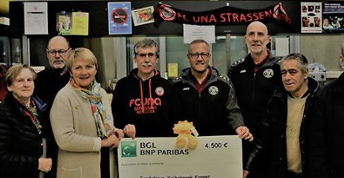 Veteranen vum FC UNA STRASSEN spenden 4500.-€ un Fondatioun Kriibskrank Kanner